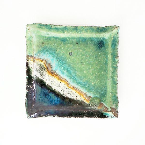 独特な風合いが楽しめる錆織部 四寸角皿