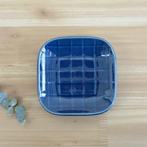 醤油皿としてはもちろん、きんぴらやおひたしなどのおばんざいを入れるなど、用途はいろいろなSEKKIスモールプレート 市松NV