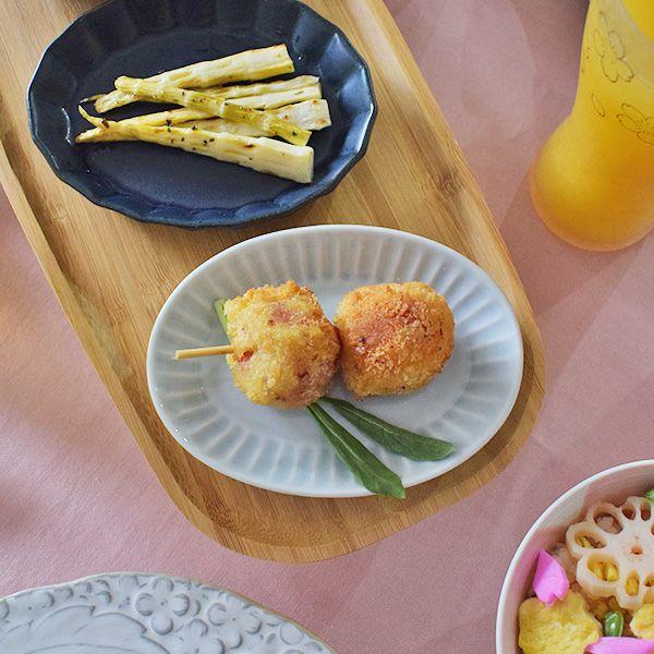 醤油皿としてはもちろん、きんぴらやおひたしなどのおばんざいを入れるなど、用途はいろいろなSEKKIスモールプレート シノギ十草GY