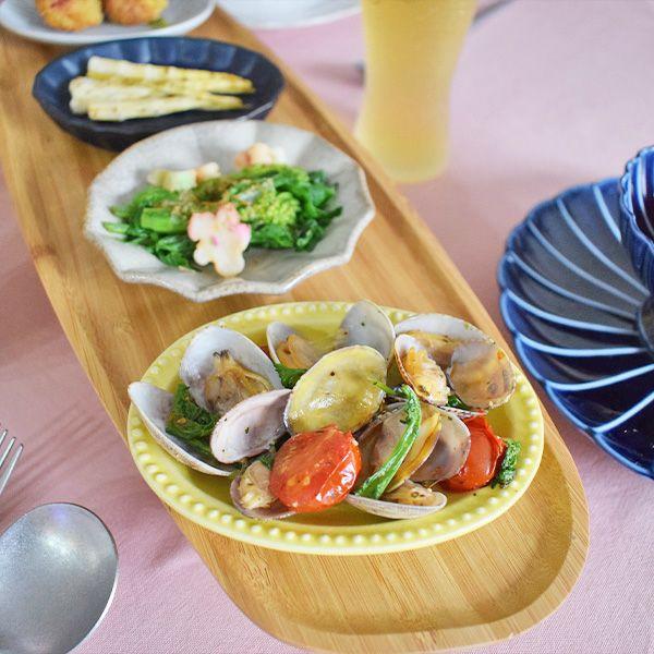 醤油皿としてはもちろん、きんぴらやおひたしなどのおばんざいを入れるなど、用途はいろいろなSEKKIスモールプレート リムドットYE