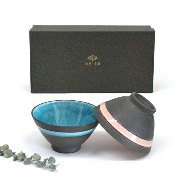 モダンで和にも洋にも合わせやすく、釉薬に入った渋みのある貫入がよりうつわに深みを出すMARU茶碗ペア